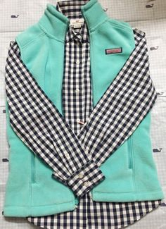 vineyard vines vest with gingham shirt - Fleece Shirt -ideas of Fleece Shirt - this is so cute! vineyard vines vest with gingham shirt Preppy Outfits, Cute Outfits, Preppy Wardrobe, Preppy Clothes, Vest Outfits, Fall Winter Outfits, Autumn Winter Fashion, Fashion Fall, Vineyard Vines Vest