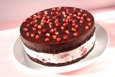 Csokoládés-málnás torta - looks really nice Cupcake Recipes, Cookie Recipes, Hungarian Cake, Caking It Up, Love Cake, Delish, Sweet Tooth, Bakery, Sweet Treats
