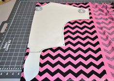 Tie-Front Dolman Top Tutorial (with Free Pattern) ⋆ Pretty Prudent Bodice Pattern, Top Pattern, Free Pattern, Girls Shirt Pattern, Sewing Patterns Free, Free Sewing, Tied Shirt, Dolman Top, Front Tie Top