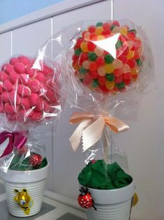ARBOLES DE CHUCHES. CANDY TREES Candy Topiary, Candy Trees, Candy Flowers, Candy Theme Birthday Party, 4th Birthday Cakes, Candy Party, Candy Bar Bouquet, Food Bouquet, Glow In Dark Party