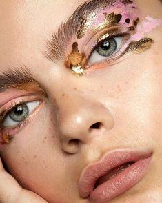 Beauty Creative makeup Art Eye makeup Inspiration More on Fashionchick Eye Makeup, Fall Makeup, Prom Makeup, Makeup Geek, Runway Makeup, Makeup Trends, Makeup Inspo, Beauty Trends, Makeup Ideas