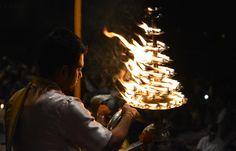 Ganga Aarti in Varanasi (Indien) - Teil der Reise http://www.mahatravel.com/klassiker_auf-den-spuren-buddhas