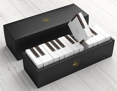 Piano cake packaging
