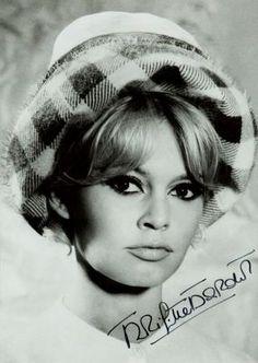 Jean Barthet, Brigitte Bardot z autografem: http://rynekisztuka.pl/2013/04/19/aukcja-fotografii-z-kolekcji-grace-radziwill/