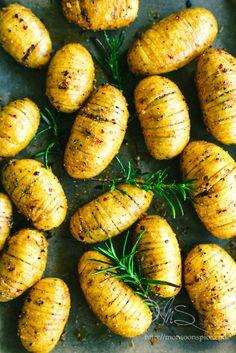 Monsoon Spice   Enthüllen Sie die Magie der Gewürze ...: Gebratene Hassleback Kartoffeln mit Rosmarin und Knoblauch Spicy Joghurt-Dip Rezepte