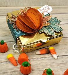 Stampin' Up! Gold Pizza Box with pumpkin and Gather Together designer paper . Stampin 'Up! Pumpkin Images, Pumpkin Ideas, Thanksgiving Favors, Pizza Boxes, Fall Projects, 3d Projects, Up Halloween, Halloween Cards, Neighbor Gifts