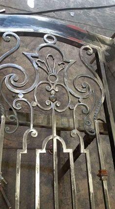 Wrought Iron Decor, Wrought Iron Gates, Iron Front Door, Iron Doors, Door Design Images, Window Grill Design, Steel Art, Iron Furniture, Iron Steel