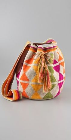 Most of the most popular bags do not meet a certain aesthetics this season. Crochet Purses, Crochet Bags, Knit Crochet, Tapestry Bag, Tapestry Crochet, Handmade Kids Bags, Hand Knit Bag, Mochila Crochet, Intarsia Knitting