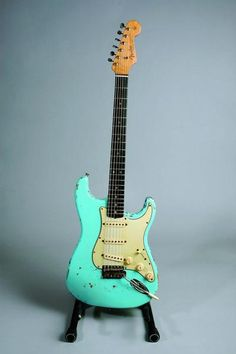 Fender stratocaster daphne blue 1963- learn to play voodoo child and purple haze on this before you die