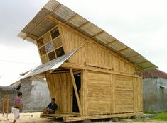 Pemulung House is the work of an Indonesia-based architecture company IBUKU. It is located in Denpasar, the island of Bali, Indonesia. The concept of this house is to house garbage collectors as an ef Social Housing Architecture, Architecture Company, Bamboo Architecture, Bamboo Roof, Bamboo House, Denpasar, Micro House, Tiny House, Recycling Plant
