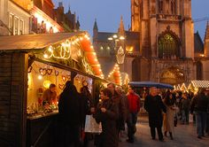 Ghent's city centre will be turned in to a winter wonderland with an ice-rink, a giant Ferris wheel and the Christmas market at Konenmarkt.
