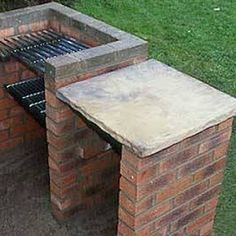 How to build a brick barbecue - You can& beat the taste of barbecued meat cooked on an open fire. Forget rushing to the garden centre to buy an expensive barbecue - set aside one day and you can have your own stylish brick barbecue. Grill Diy, Barbecue Grill, Barbecue Garden, Parrilla Exterior, Brick Grill, Brick Ovens, Wood Grill, Diy Jardin, Diy 2019