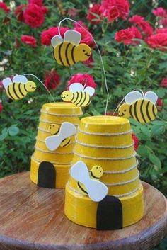 Garden Ideas Uk, Garden Crafts For Kids, Diy Garden Projects, Projects For Kids, Solar Light Crafts, Easter Garden, Clay Pot Crafts, Clay Pots, Amazing Gardens