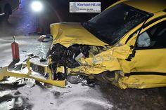 Grevenbroich-Noithausen – Gegen ca. 17:20 Uhr ereignete sich auf der Dr.-Paul-Edelmann-Straße (K22) ein schwerer Verkehrsunfall in dessen Verlauf drei Fahrzeuge kollidierten und mehrere Personen Verletzungen erlitten. Drei Fahrzeuge befuhren die Dr.-Paul-