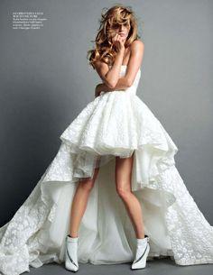 Rien de tel qu'une paire de bottines rock pour twister une robe de mariée Giambattista Valli ! (Vogue Paris)