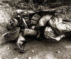 WWI decomposed German soldier dead in the mud ...