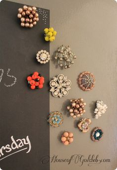 Turn old jewelry into Anthropologie inspired magnets Jewelry projects Crafty Craft, Crafty Projects, Diy Projects To Try, Crafts To Make, Fun Crafts, Arts And Crafts, Crafting, Vintage Jewelry Crafts, Costume Jewelry Crafts