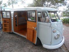 Gorgeous interior on a camper-style Volkswagen Westfalia. Vw Caravan, Vw Camper, Volkswagen Bus, Vw T1, Vanz, Combi Vw, Camping, Campervan, Van Life