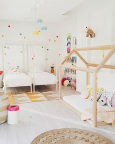 Linda from Live Loud Girl has a lot of talent to create a fresh, fun atmosphere in any kid's room. Here's an example: a beautifulroom for two little sisters who will be sharing a room. There is plenty of light, cheerful colours, and also fruit and animal motifs. There are different areas in this bedroom: […]