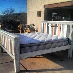 Recycelte Holzpalette Bett Pläne. DIY Pallet BedPallet ...
