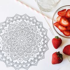 Drew up this giant mandala today to get back in the swing of things and I can't wait to add some details! ✨🍓 Also gonna try some home made pinkdrink cause the only thing i'll spend money on at starbucks is their cold brew cause that shit is gold. Plus tea, strawberries and coconut milk isn't that challenging✨😉🌸