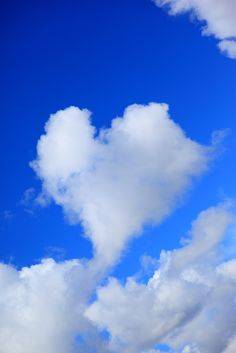 Heart Cloud floating by outside casually (D. Sharon Pruitt photo)