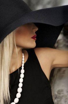 *GlamBarbie* Classic black hat