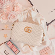 Find tips and tricks, amazing ideas for Gucci purses. Discover and try out new things about Gucci purses site Popular Handbags, Cute Handbags, Cheap Handbags, Handbags On Sale, Handbags Michael Kors, Purses And Handbags, Hobo Purses, Fabric Handbags, Dior Handbags