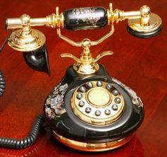 Vintage Phones, Vintage Telephone, Romantic Shabby Chic, Romantic Homes, Antique Phone, Porcelain Black, Retro Phone, Home Phone, Cottage Style