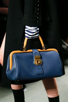 Burberry Spring 2017 Ready-to-Wear Accessories Photos - Vogue