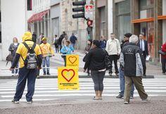 Diminuição do número de atropelamentos ajudou a diminuir violência total no trânsito de SP; Prefeitura e CET atribuem melhorias à programas de proteção do pedestre, maior fiscalização e rigidez na lei seca.
