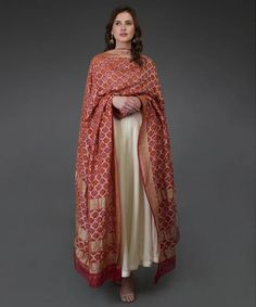 Pakistani Fashion Casual, Indian Fashion Trends, Pakistani Outfits, Bollywood Fashion, Indian Gowns, Indian Attire, Indian Ethnic Wear, Anarkali Dress, Lehenga Choli