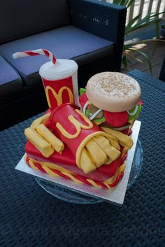 know what someones getting for their bday! Mc Donald Birthday, Cupcake Cookies, Cupcakes, Cake Decorating, Decorating Ideas, Star Cakes, Cake Gallery, Baking And Pastry, Clay Crafts