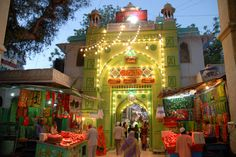 Dargah Sharif or #Ajmer Sharif is a sufi shrine of sufi saint, Moinuddin Chishti located at Ajmer, #Rajasthan, India. The shrine has the grave (Maqbara) of the revered saint, Moinuddin Chisti