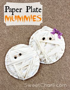 Make mummies from paper plates and scrap fabric. Great kids craft. Practically free to make! #mummy #halloween