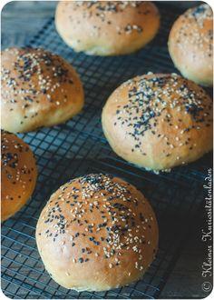 Brioche Buns ~ Brioche-Burgerbrötchen Burger Recipes, Bread Recipes, Cooking Recipes, Burger Buns, Bread N Butter, Dried Fruit, Fabulous Foods, How To Make Bread, Grilling