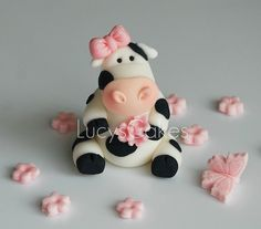 *SUGAR ART ~ Friesian Cow cake topper by Lucyscakesandtoppers.co.uk, via Flickr