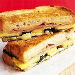 'Bikini' de jamón dulce con queso y espinacas
