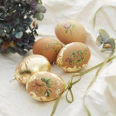 Ägg med rub-ons och metallblad easter egg