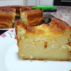 A receita do bolo queijadinha de liquidificador é simples, a massa úmida e macia. Como fazer bolo queijadinha de liquidificador cremoso, molhadinho e fácil Churros, Kito Diet, Cake Recipes, Dessert Recipes, Diet Recipes, Toast Pizza, Peach Cake, Banoffee Pie, Decadent Cakes