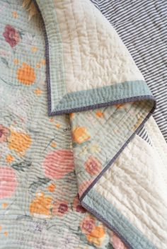 The Reflections quilt pattern is a beginner-friendly modern design that includes king, queen, full, twin, throw and baby quilt sizes. Baby Quilt Patterns, Modern Quilt Patterns, Owl Patterns, Owl Quilts, Baby Quilts, Bonnie Hunter, Baby Quilt Size, Art Design, Modern Design