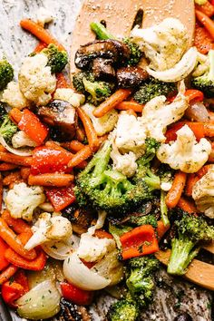 Easy Oven Roasted Vegetables - Perfectly tender and packed with flavor, this recipe is the easiest, most simplest way to roast vegetables. Healthy, easy recipe that can be adapted to fit any veggies you've got on hand! Roasted Vegetables Seasoning, Roasted Vegetable Recipes, Vegetable Seasoning, Grilled Vegetables, Veggie Seasoning Recipe, Roasted Vegetables In Oven, Easy Vegetable Side Dishes, Vegetable Sides, Veggie Dishes