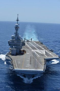 A USMC MV-22B tilt rotor aircraft is tested aboard French Navy aircraft carrier Charles de Gaulle Picture: French Navy