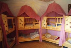 photos of a waldorf kindergarten Waldorf Playroom, Waldorf Preschool, Preschool Rooms, Preschool Classroom, Classroom Decor, Toddler Bunk Beds, Home Daycare, Vintage School, Inspired Homes