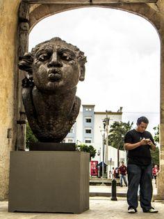 """©El beso, de la serie: """"Campechanos escultóricos"""" 23 de Septiembre de 2013 Campeche, Camp; México."""