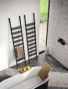 The Android radiator designed by Daniel Libeskind and Pioli radiator designed by Andrea Crosetta have been awarded the Red Dot Design Award. Interior Architecture, Interior And Exterior, Contemporary Radiators, Decorative Radiators, Wall Hung Toilet, Cabinet Shelving, Red Dot Design, Interior Decorating, Interior Design