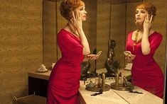 She's known for her killer curves and cocktail dresses as sultry secretary Joan Holloway in Mad Men - but Christina Hendricks was looking distinctly dressed down yesterday. Joan Holloway, Don Draper, Christina Hendricks, Elisabeth Moss, Mad Men Fashion, Vintage Fashion, Fashion Glamour, Mod Fashion, Vintage Beauty