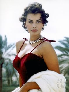 Italian actress, Sophia Loren - considered one of the most beautiful actresses of Hollywood in the and Glamour Hollywoodien, Old Hollywood Glamour, Hollywood Cinema, Old Hollywood Actresses, Vintage Hollywood, Classic Hollywood, Timeless Beauty, Classic Beauty, Iconic Beauty