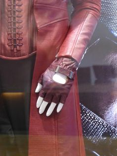 Scarlet Witch glove Captain America: Civil War - Visit to grab an amazing super hero shirt now on sale! Ghost Costumes, Movie Costumes, Marvel Costumes, Easy Costumes, Scarlet Witch Costume, Devil Costume, Black Panther Costume, Halloween Cosplay, Halloween Costumes