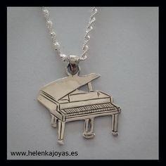 Colgante de plata de ley con forma de pianonn24/01/2017 13:27 Piano, Arrow Necklace, Silver, Jewelry, Shape, Free Quotes, Custom Jewelry, Teachers, Sterling Silver